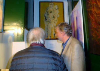 Paride e il suo quadro con un visitatore incuriosito